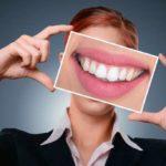 【ヒルナンデス】葛岡碧さん愛用、歯のホワイトニングシート「ティースホワイトパック」!モデルのカバンの中身