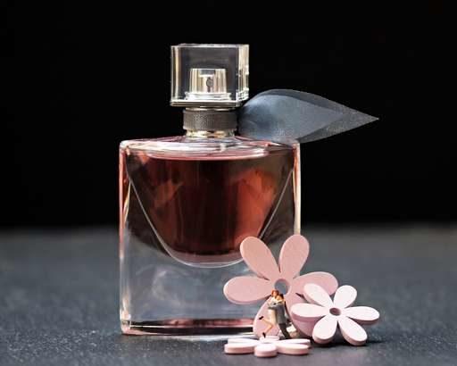 【夜会】きゃりーぱみゅぱみゅのカバン&持ち物!練り香水やウエストポーチなど