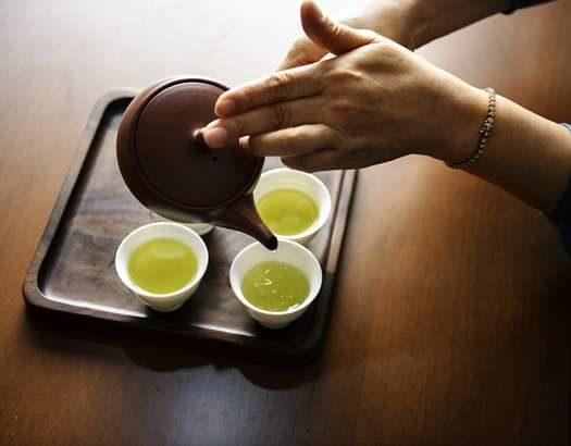 【教えてもらう前と後】ショウガ緑茶氷の作り方&アレンジレシピ!凍らせて調味料にも!血管若返り食材