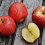 【男子ごはん】丸ごとりんごのシナモンケーキの作り方。簡単BBQデザートレシピ(7月7日)