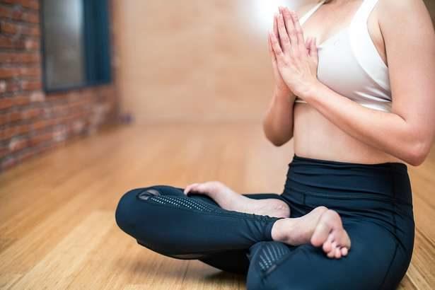【ソレダメ】アンミカ流 肩甲骨ストレッチのやり方!太りにくくなる身体を作る方法と美の秘訣を紹介