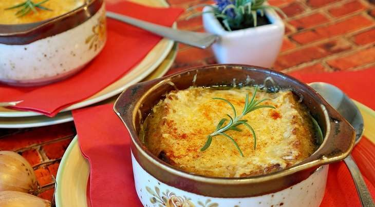 【ノンストップ】オニオンパン粉の焼きおじやの作り方!クラシルの人気レシピ