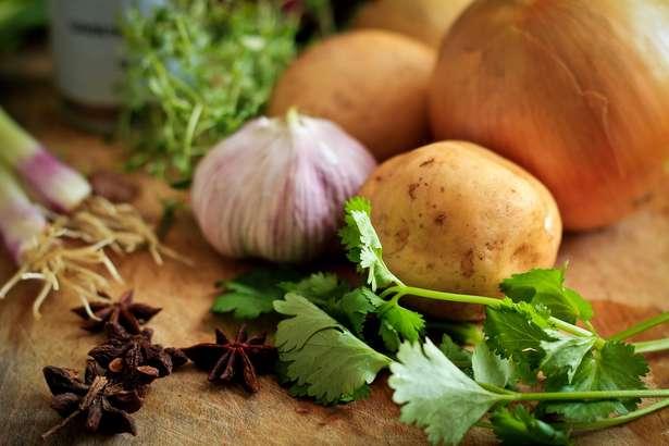 【ヒルナンデス】家政婦マコさんのレシピ3月6日放送分まとめ。新じゃが&新玉ねぎ、ポリ袋でよだれ鶏、チャーシューなど
