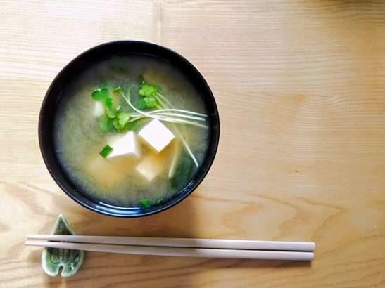 【ヒルナンデス】なすの浅漬けのおかず味噌汁の作り方。井澤由美子さんのみそ汁レシピ(7月16日)