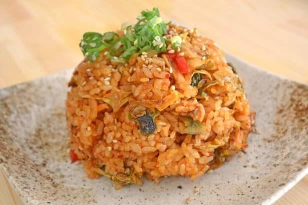 【男子ごはん】イタリアンチャーハンの作り方。トマトソースに乗せて!栗原心平さんのアレンジ炒飯のレシピ(12月8日)