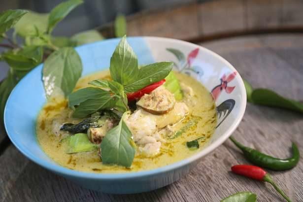 【男子ごはん】トムカーガイ(ココナッツミルクと鶏肉のスープ)の作り方。夏のエスニック料理レシピ(7月21日)