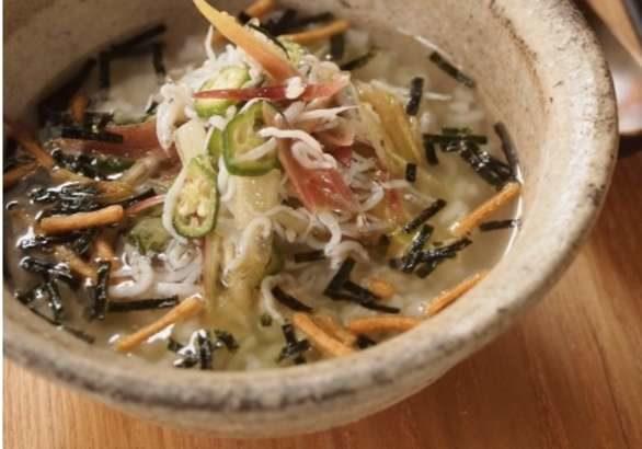 【男子ごはん】鶏ひき肉とザーサイの即席冷やしクッパの作り方。栗原心平さんのぶっかけ飯レシピ(8月4日)-