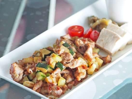 【ノンストップ】夏野菜のポークカレー炒めの作り方。坂本昌行さんのレシピ【OneDish】(8月30日)