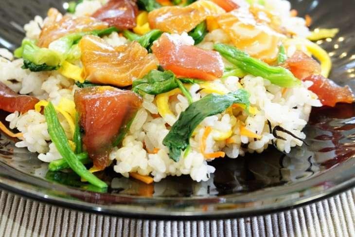 香味野菜とかつおのばら寿司