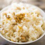 【教えてもらう前と後】玉ねぎ丸ごと炊き込みご飯の作り方。炊飯器でおかずご飯のレシピ(2月18日)