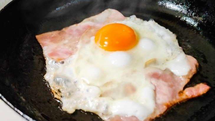 【家事ヤロウ】焦がししょうゆベーコンエッグの作り方。和田明日香さんの本格朝食レシピ(3月24日)