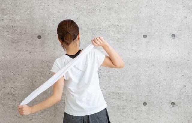 【シューイチ】簡単タオルストレッチのやり方。肩甲骨・背中・お尻のコリをほぐす簡単体操(4月5日)