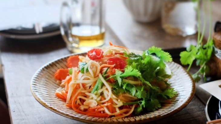 【土曜はナニする】焼きサバと夏野菜のヌードルサラダのレシピ。Atsushiさんのベジたんサラダ(5月22日)