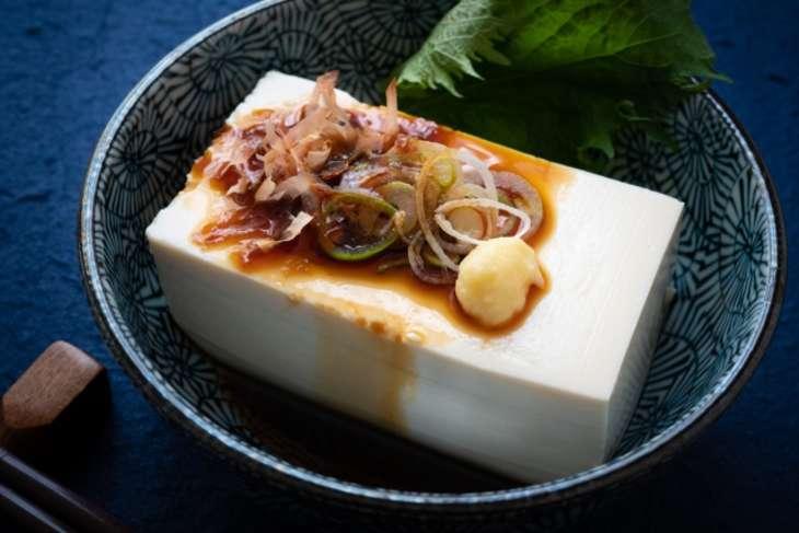 ひるなんです豆腐とじゃこの香り蒸し