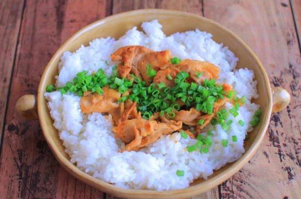 【男子ごはん】焼き豚トロとニラのぶっかけ飯の作り方。栗原心平さんのスタミナ丼レシピ(8月9日)