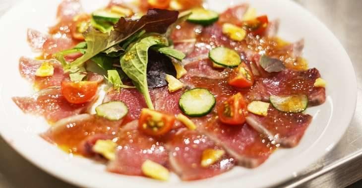【男子ごはん】カツオのカルパッチョ オニオンソースの作り方。栗原心平さんの魚介のおつまみレシピ 10月18日