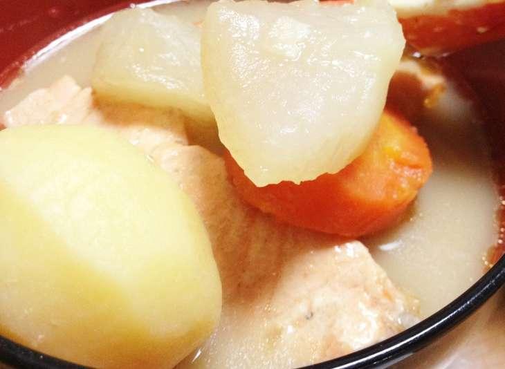 バゲット鮭とじゃがいもの味噌煮