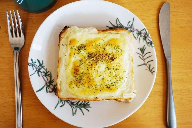 家事ヤロウチーズトースト