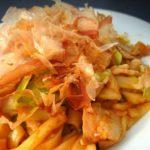【男子ごはん】みそモツ焼きうどんのレシピ。栗原心平さんの冬のアレンジ麺料理12月20日