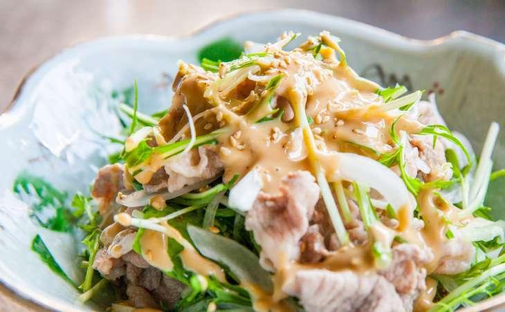 土曜はなにするマイタケと豚しゃぶのサラダ