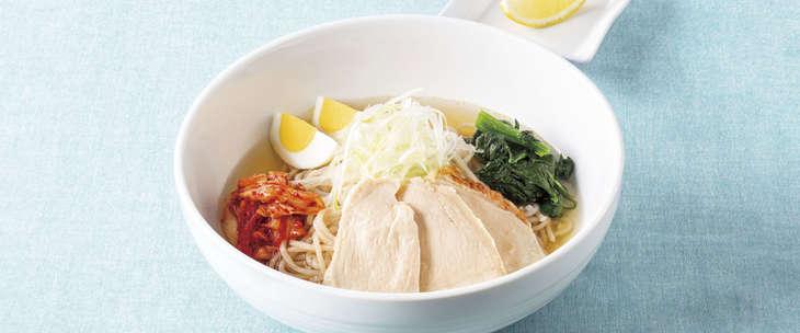 ハーブ鶏の七穀冷麺 988円(税込)