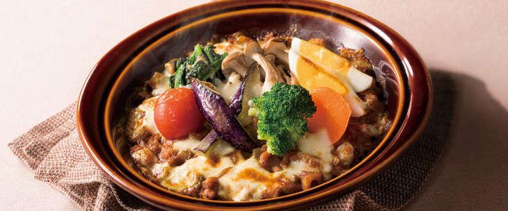 15種類の野菜とチキンのキーマカレー 933円(税込)