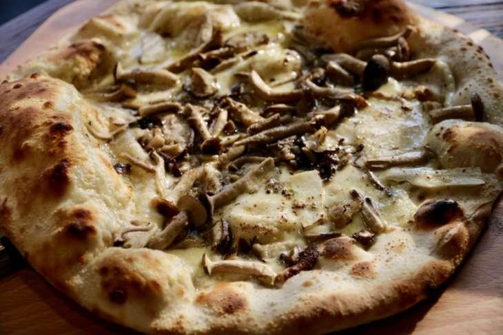 ヒルナンデスまいたけピザ